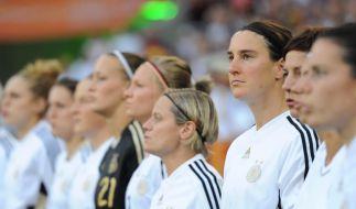 Die deutsche Frauen-Nationalmannschaft beim Singen der Hymne (Foto)