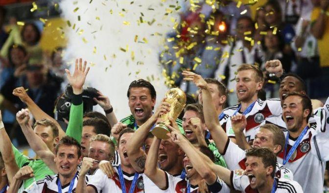 Die deutsche Mannschaft und der Weltpokal. (Foto)