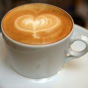 Die Deutschen lieben ihren Kaffee - das braune Heißgetränk rangiert auf der Beliebtheitsskala sogar weit vor Bier.