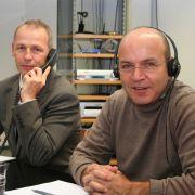 Die Experten am Telefon: Die Augenärzte Dr. Tony Walkow (li.) und Dr. Omid Kermani.