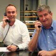 Die Experten am Telefon: Dr. Alexander Lorscheidt (li.) und Dr. Michael Albrecht.