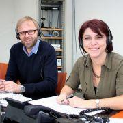 Die Experten am Telefon: Dr. Lothar Burghaus von der Universitätsklinik Köln und Anja Daniel-Zeipelt, Epilepsie-Patientenbotschafterin aus Leun bei Wetzlar.