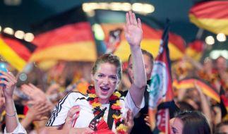 Die deutschen Fans hatten bisher bei der EM nur Grund zum Jubeln. (Foto)