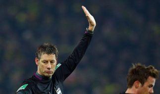 Die Fehlentscheidungen von Schiedsrichter Wolfgang Stark beeinflussten das Spiel maßgeblich. (Foto)