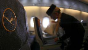 Die Flugbegleiter der Lufthansa sind unzufrieden. Um ihre Forderungen durchzusetzen, wollen sie jetzt streiken. (Foto)