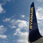 Billig-Airline zwingt Rollstuhlfahrerin zum Treppensteigen (Foto)