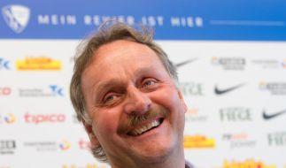 Die viele Freizeit hat ein Ende: Der VfL Bochum erlöste Peter Neururer von seinem unfreiwilligen Rentnerdasein. (Foto)