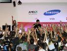 Die Geier der Games Convention Online: Wer die Arme runter nimmt, hat schon verloren. (Foto)