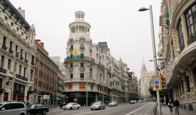Die Gran Via in Madrid (Foto)