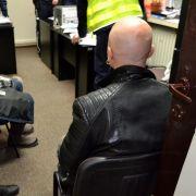 Die Gruppe wurde nach ihrer Aktion aufs Polizeirevier gebracht. (Foto)