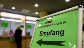 Die Jobcenter haben so viele Strafen gegen Hartz-IV-Empfänger verhängt wie nie zuvor. (Foto)