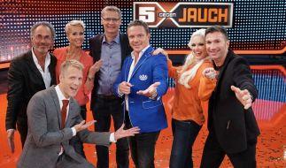 """Die Kandidaten von """"5 gegen Jauch - Promi Special"""": Hugo Egon Balder, Oliver Pocher, Sonja Zietlow, Günther Jauch, Stefan Mross, Daniela Katzenberger und Lucas Cordalis. (Foto)"""