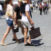 Die Krise einfach wegkaufen: Die Deutschen trotzen den schlechten Wirtschaftsprognosen.