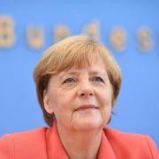 Die Kritik an Angela Merkels Flüchtlingskurs reißt nicht ab. (Foto)