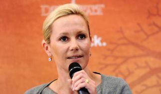 Die Kritik war wohl doch zu viel: Bettina Wulff geht von den Offen- in die Defensive. (Foto)
