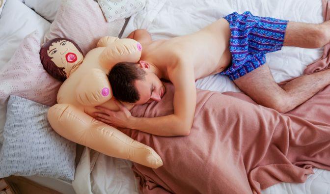 Die Liebe einiger Männer zu ihren Sexpuppen geht über das normale Maß weit hinaus... (Foto)