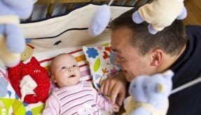 Die meisten Väter nehmen nur kurz Elternzeit (Foto)