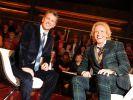 Die Moderatoren Thomas Gottschalk und Markus Lanz bei der Aufzeichnung zur Talkshow von Markus Lanz. (Foto)