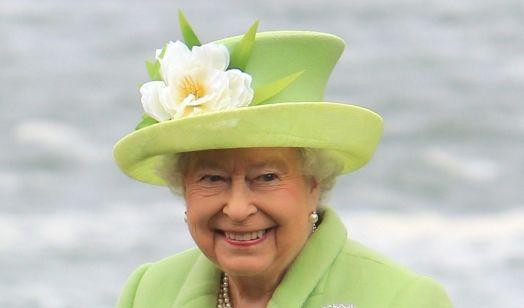 Die Queen war beim Besuch in Nordirland zu Scherzen aufgelegt. (Foto)