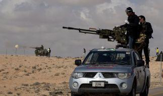 Die Rebellen stehen unter Beschuss - nun wohl auch irrtümlich durch Nato-Bomben. (Foto)