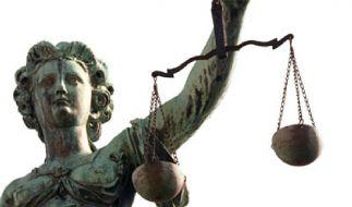 Die Rechten versuchen Justizia zu ihren Gunsten zu beeinflussen. (Foto)