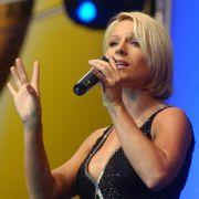 Die Schlagersängerin ist für ihre sexy Outfits bekannt - egal, ob auf der Bühne oder in der DSDS-Jury.
