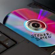 Die SPD will weiter CDs mit Daten der Steuer-Sünder erwerben.
