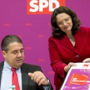Die SPD-Chefs Sigmar Gabriel und Andrea Nahles haben die Entscheidung zur Rente verschoben.