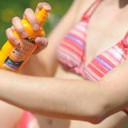 Die Stiftung Warentest hat die Testsieger 2016 in der Produktkategorie Sonnenschutzmittel verraten. (Foto)