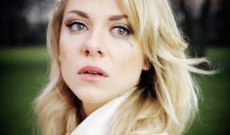 Die Trauer ist groß: Valentina Pahde hat sich vorerst vom GZSZ-Set verabschiedet. (Foto)