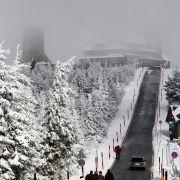 Die Winterpracht hat vier Bundesländer voll im Griff. Diverse Unfälle hat es bereits gegeben.