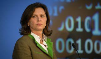 Die bayerische Wirtschaftsministerin Ilse Aigner (CSU) pocht auch die Einführung einer Flüchtlingsobergrenze. (Foto)