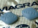 Die kleine blaue Wunderpille ist alles andere als förderlich für die Spermienproduktion. Laut einer britischen Studie schadet sie nämlich der Kopfkappe der Spermien, die wichtige Chemikalien enthalten, um die Wände der Eizelle zu durchbrechen. (Foto)