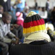 Die Zahl der Asylbewerber in Deutschland steigt rasch an. Die stärksten Zuwächse gibt es bei Migranten aus Serbien und Mazedonien.