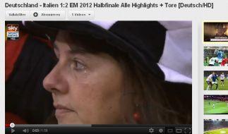 Diese unmittelbar nach dem 0:2 durch Balotelli in der 36. Minute im EM-Spiel Deutschland gegen Italien gezeigte Szene sei bereits vor dem Spiel gefilmt worden. (Foto)