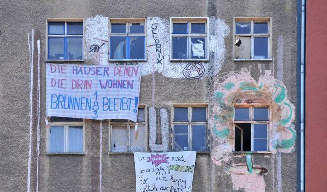 Dieses Haus in der Brunnenstraße wurde von jungen Leuten besetzt und 2009 geräumt. Auch Senioren kämpfen jetzt um ihr Gebäude. (Foto)