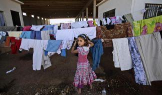Dieses Mädchen ist mit ihrer Familie in einem Flüchtlingslager in der Türkei untergekommen. Mindestens 300.000 Syrer haben ihr Land verlassen. (Foto)