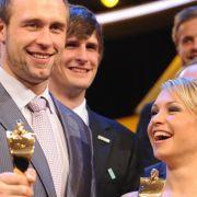Diskuswerfer Robert Harting (l) und Biathletin Magdalena Neuner sind die «Sportler des Jahres» 2012.