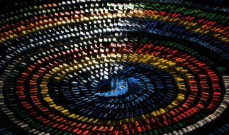 Domino-Weltrekordversuch glückt nur zum Teil (Foto)