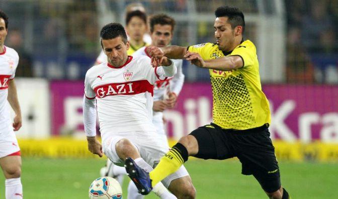 Dortmunds Ilkay Gündogan (r) kämpft gegen Vedad Ibisevic um den Ball. (Foto)