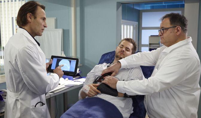Lebensrettende Operation verweigert! Kann Dr. Martin Stein noch helfen? (Foto)