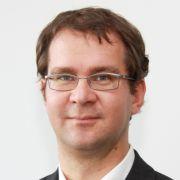 Dr. med. Tobias Wiesner ist Facharzt für Innere Medizin.