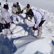 Drei Tage nach seiner Rettung aus den Schneemassen einer Lawine starb ein Soldat an seinen Verletzungen. (Foto)