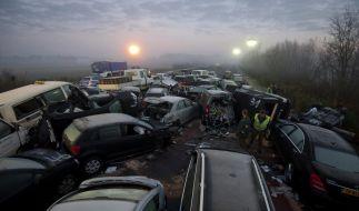 Drei Tote und 35 Verletzte bei Massenkarambolage (Foto)