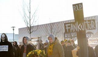 Dresdner Fans ziehen vor dem Spiel gegen Bochum durch die Innenstadt. (Foto)