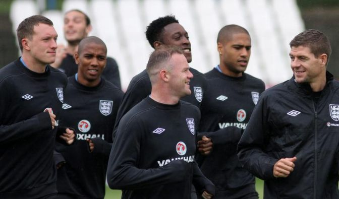Druck auf Englands Superstar Rooney immens (Foto)