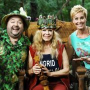 Dirk Bach und Sonja Zietlow (rechts) mit der Überraschungssiegerin der vierten Staffel: Ingrid van Bergen.