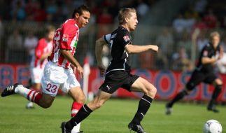 Düsseldorfs Andreas Lambertz zog mit seinem 1:0 gleich zu Beginn das Tempo an.  (Foto)