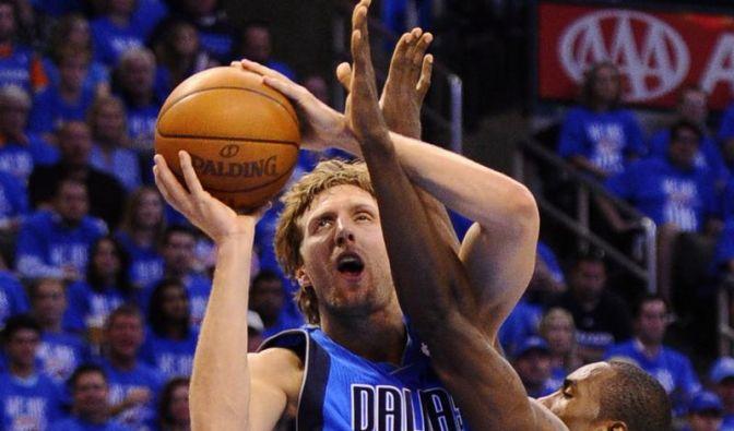 Durant wehrt Mavericks-Sieg Sekunden vor Schluss ab (Foto)