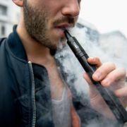Durch eine explodierende E-Zigarette erlitt der Kanadier Ty Greer schwere Verletzungen im Gesicht. (Symbolbild) (Foto)